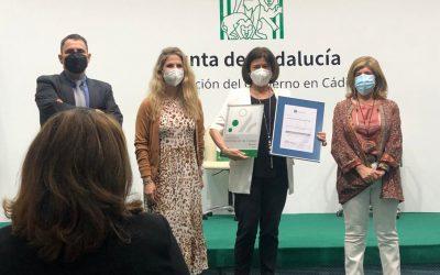 Entrega del certificado ACSA al Centro de Día Alhucema